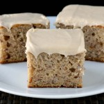 Banana cake with cinnamon frosting