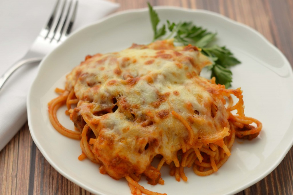 Baked spaghetti with sausage, mushrooms and spinach - Friday is Cake ...